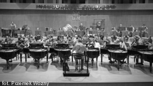 Koncert na 10 fortepianów