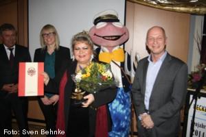 Burmistrz Gerd Walther i laureatka nagrody Kultur-Ueckerich 2013 - Sylwia Burnicka-Kalischewska