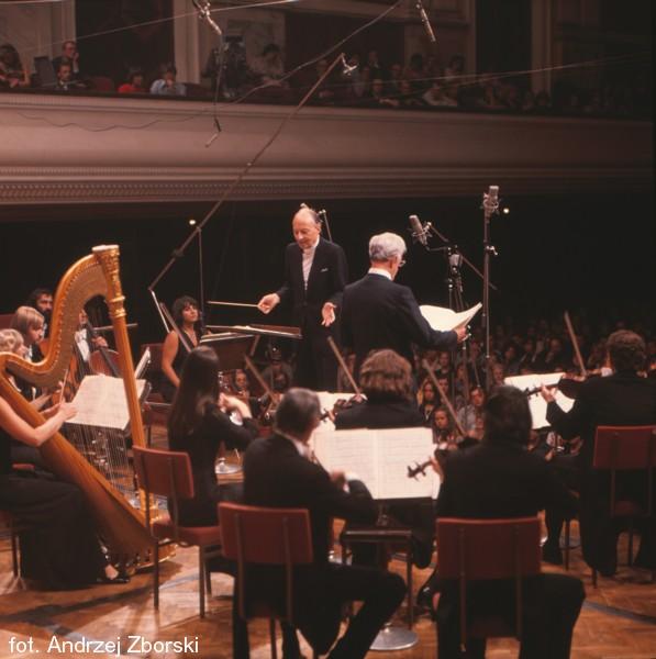 Witold Lutosławski dyryguje w Filharmonii Narodowej (Warszawska Jesień 1975)